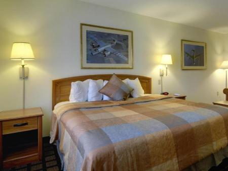 1 King Bed Nonsmoking Best Western Inn & Suites - Midway Airport