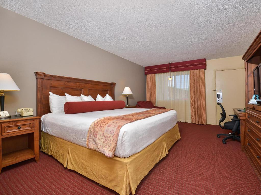 1 King Bed Standard Best Western Plus Kings Inn and Suites