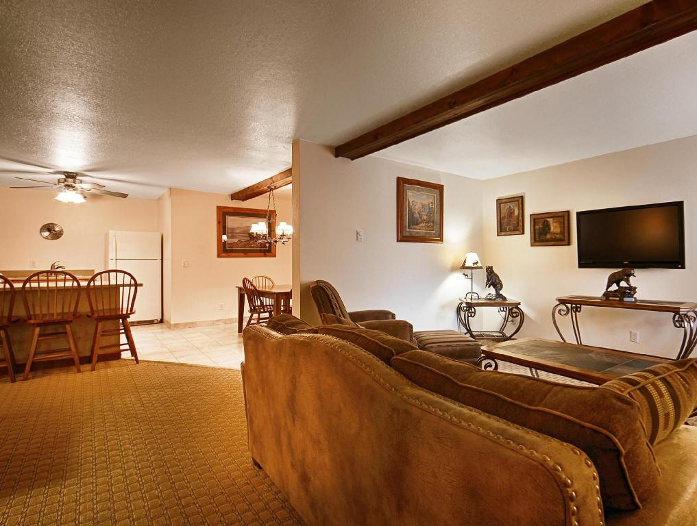 Vista interior Best Western By Mammoth Hot Springs