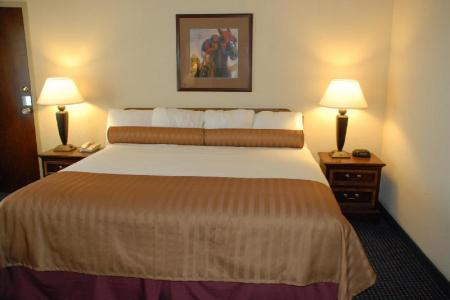 2 King Beds, Family Suite Best Western Winners Circle Inn