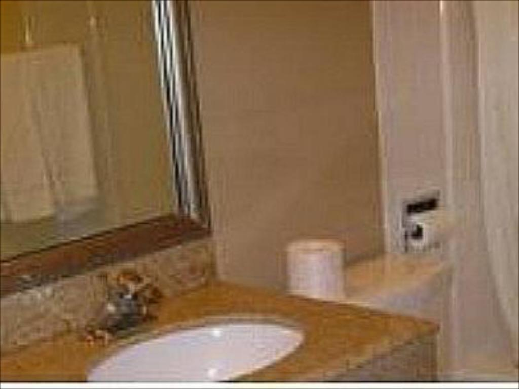 Bathroom Budget Host Inn Charleston