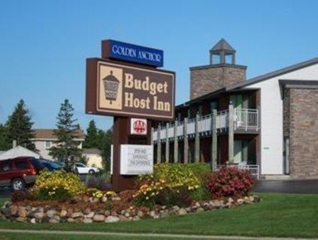 Budget Host Inn Suites Motel St Ignace Mi Deals Photos Reviews
