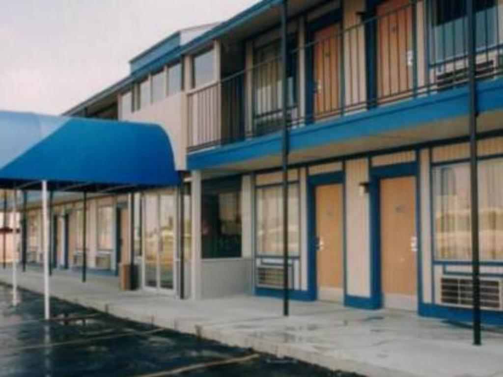 Exterior view Motel 6 Oklahoma City - Airport East