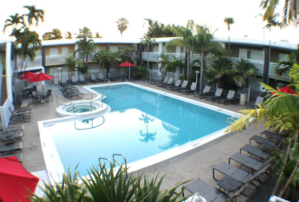 Best western hibiscus motel in key west fl room deals - Outdoor swimming pools north west ...
