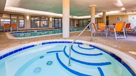 Swimming pool Best Western Inn and Suites of Merrillville