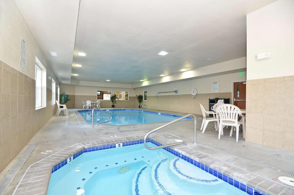 Swimming pool Best Western PLUS Peppertree Inn at Omak