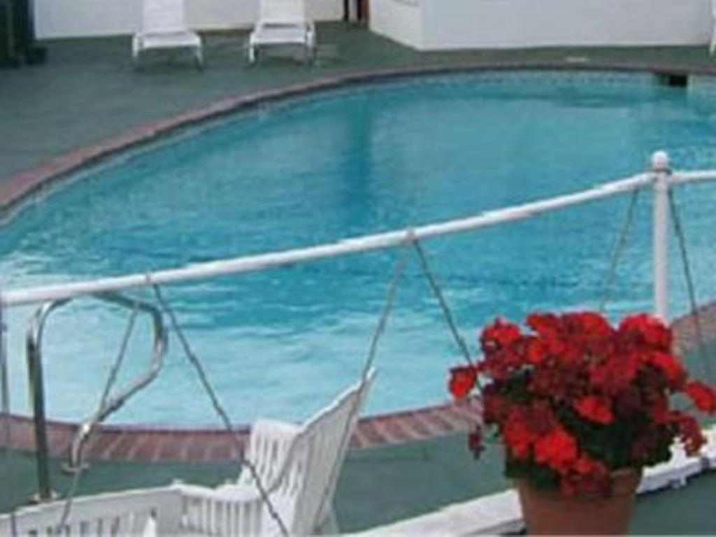 Schwimmbad Americas Best Value Inn - Medford, OR