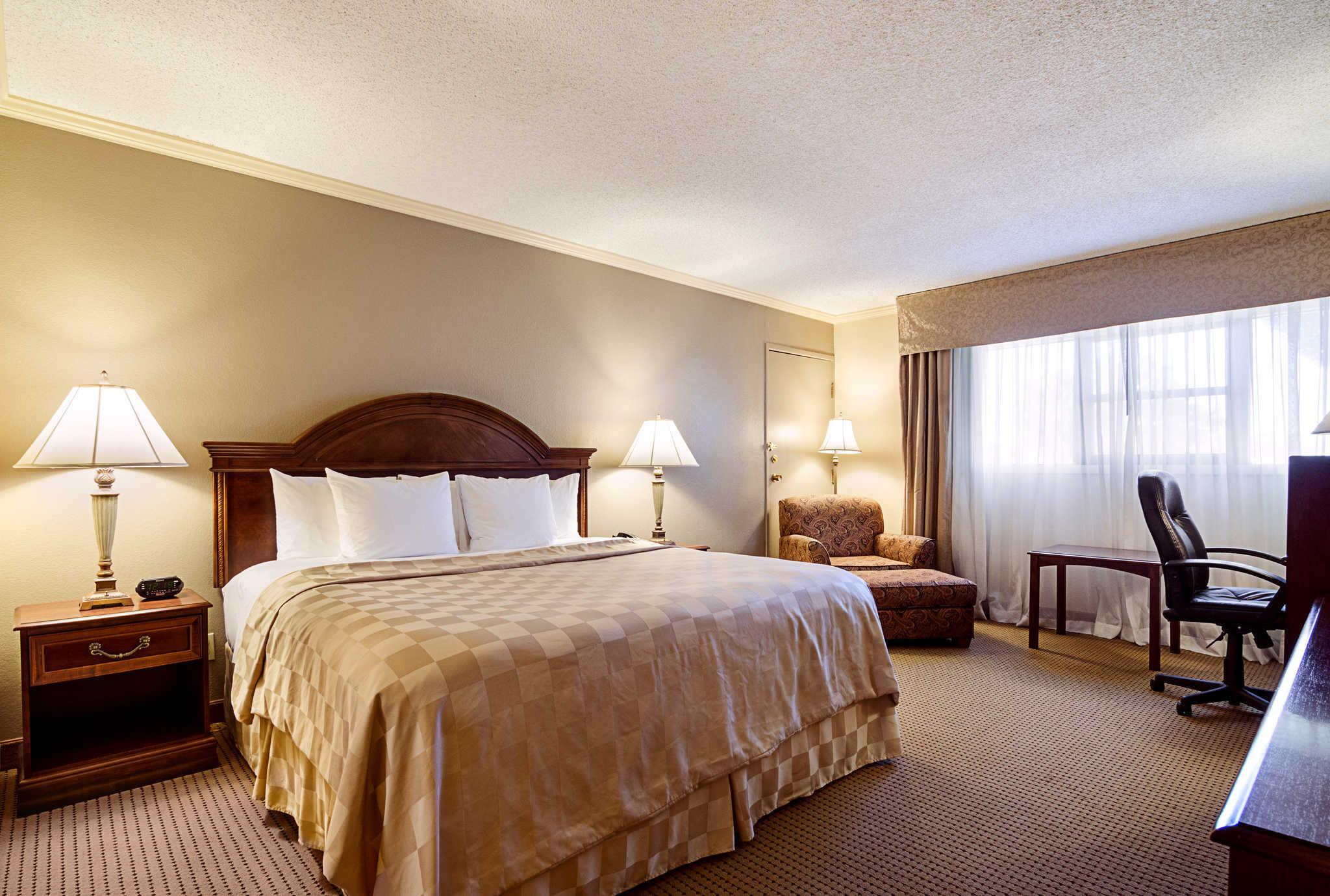 Standard With 1 King Bed   Guestroom Clarion Inn Garden City Ideas
