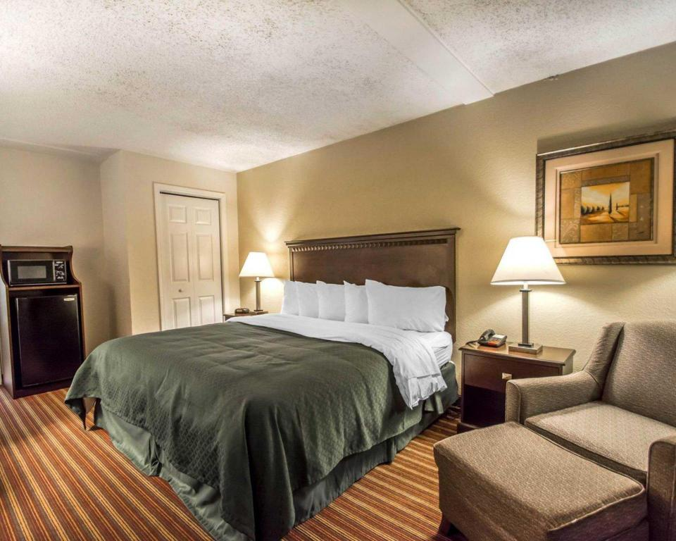King Room - Non-Smoking QUALITY INN and SUITES AT TROPICANA FIELD