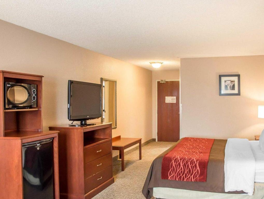 Standard with Air Conditioning - Bed Comfort Inn Lawrenceburg