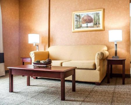 Interior view Comfort Inn Near Walden Galleria Mall