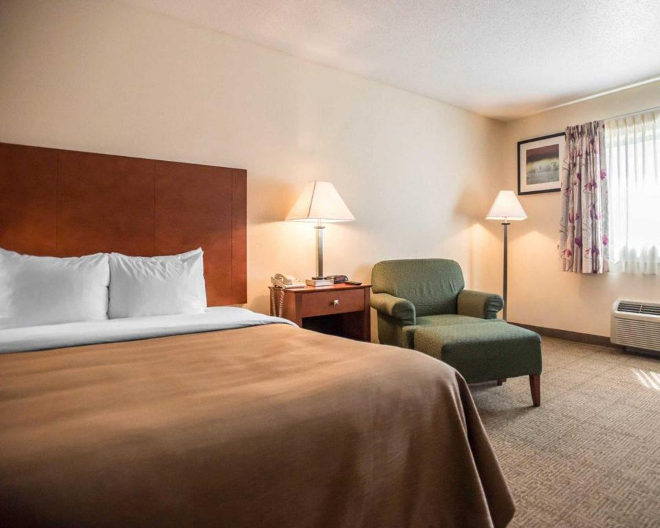 Queen Room Quality Inn New Columbia Lewisburg