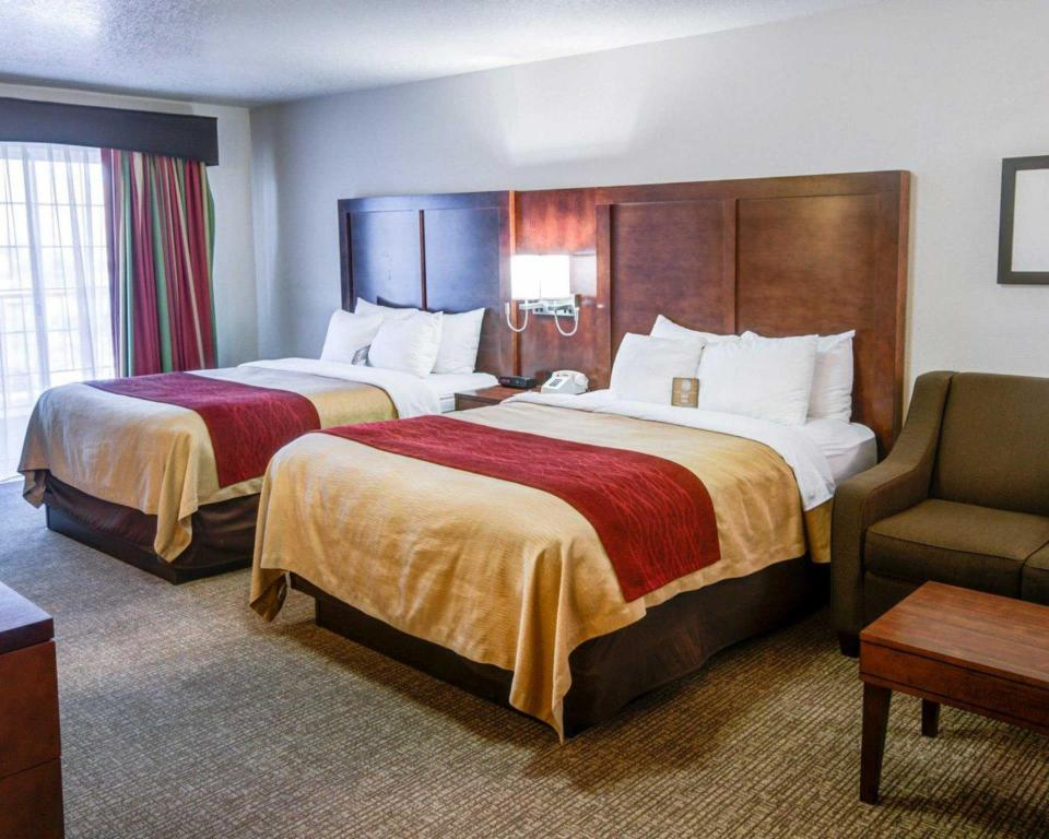 2 Queen Beds Nonsmoking - Bed Comfort Inn Redding