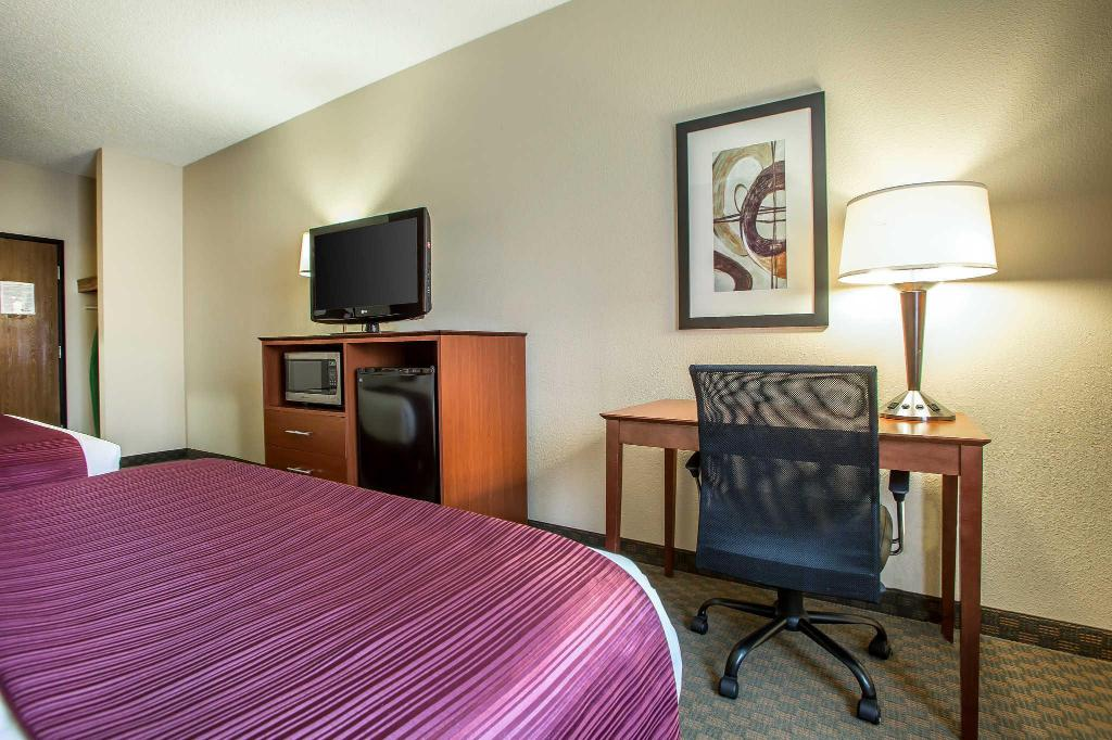 Queen Room with Two Queen Beds - Non-Smoking Quality Inn