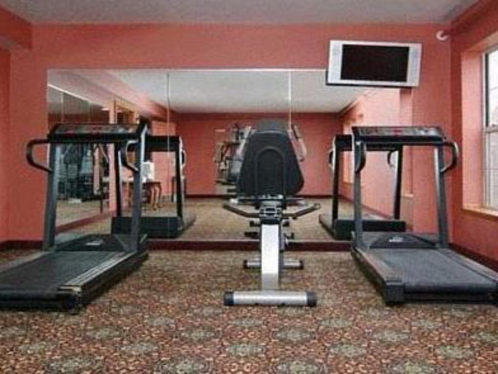 Fitness center Crown Choice Inn & Suites Lakeview & Waterpark