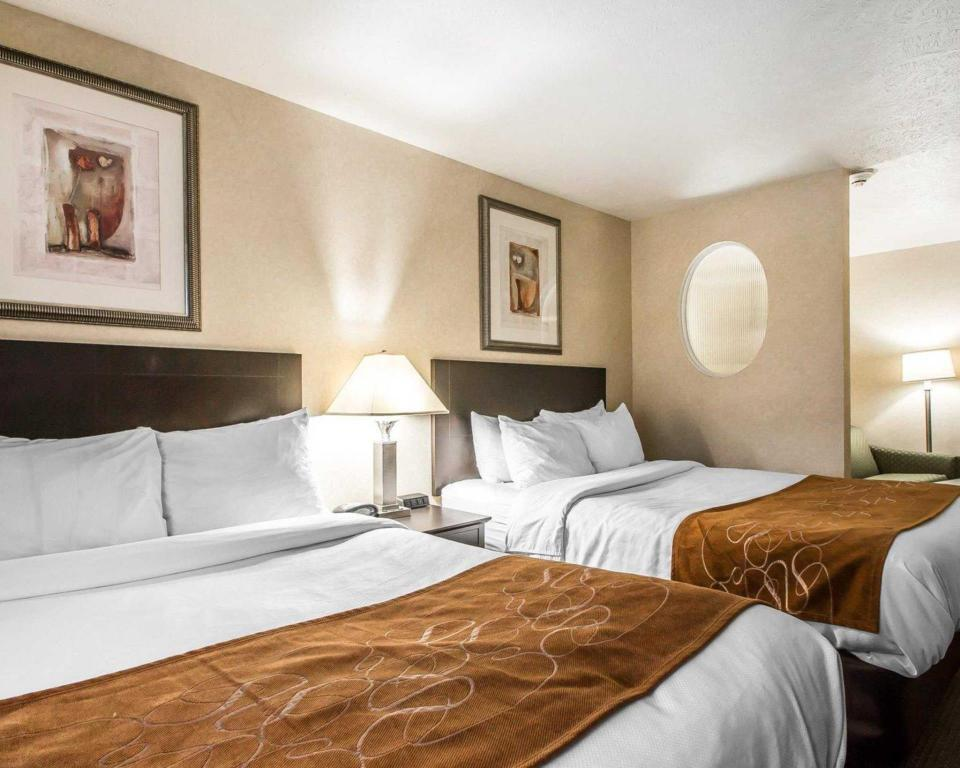 2 Queen Beds Suite Nonsmoking Comfort Suites