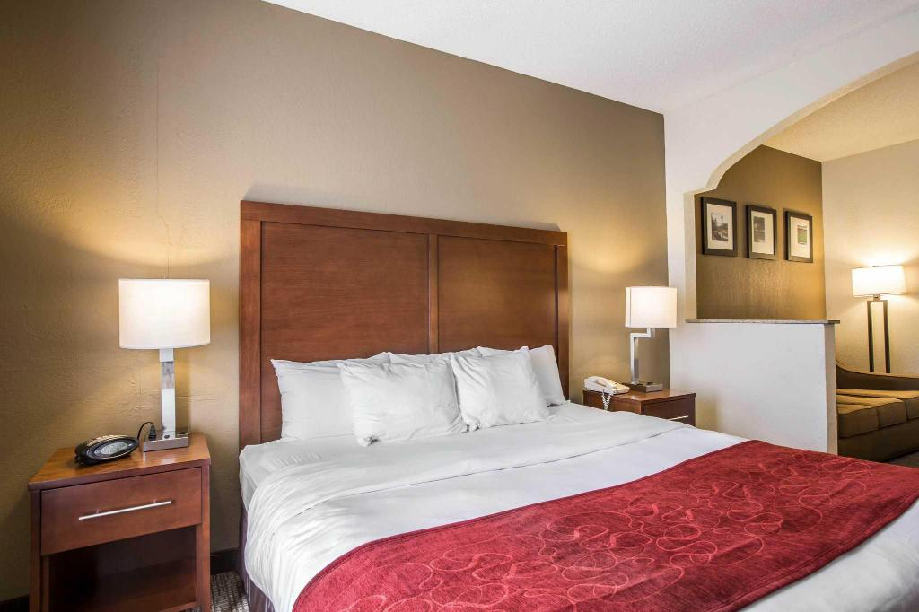 Standard with 1 King Bed Quality Suites Morristown