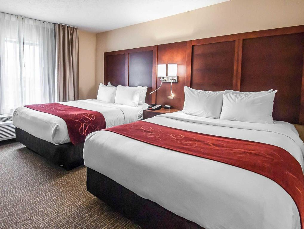 2 Queen Beds, Suite, Non-Smoking - Bed Comfort Suites Speedway - Kansas City
