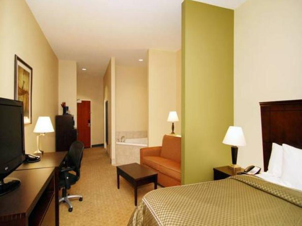 Guestroom Comfort Suites Vestal near University