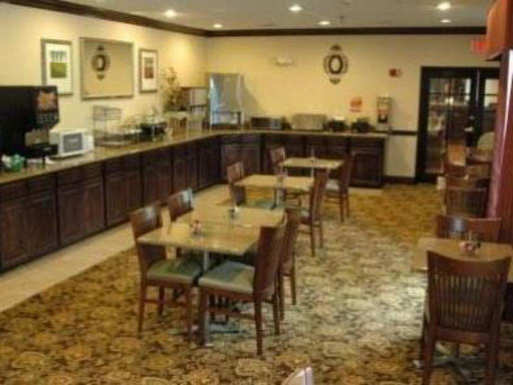 Interior view Country Inn & Suites by Radisson, Asheville at Asheville Outlet Mall, NC