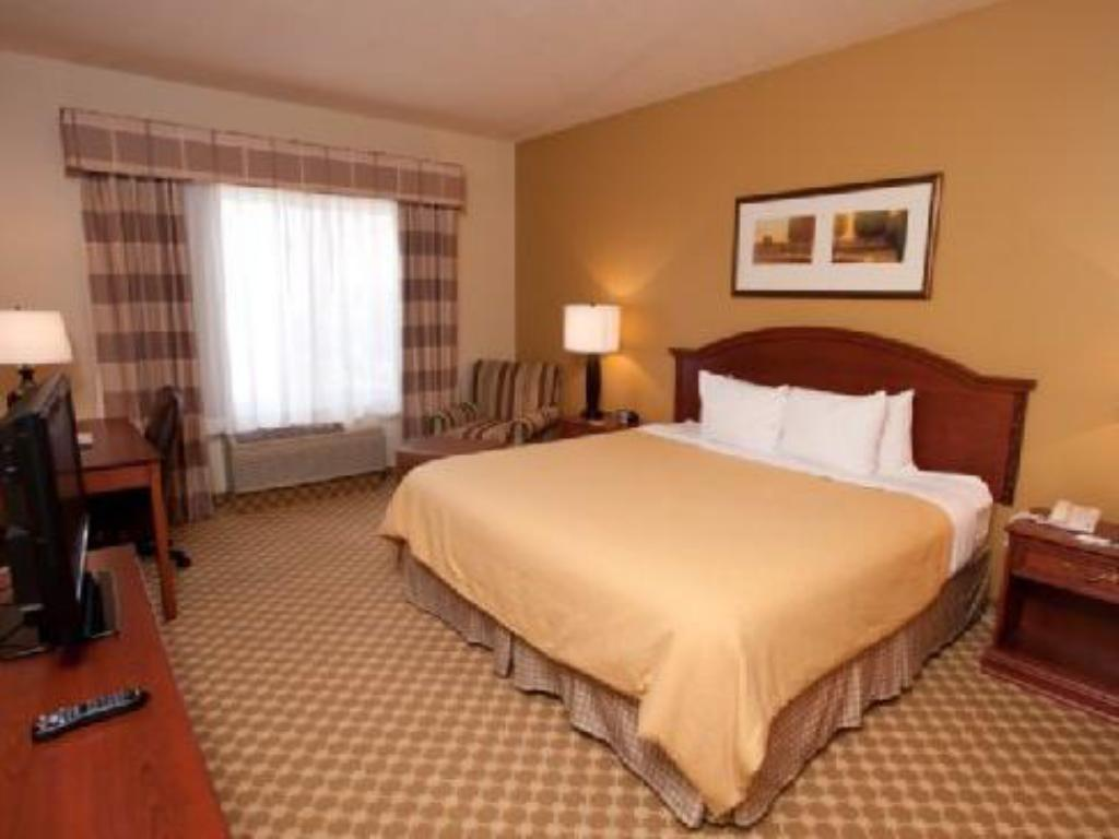King Bed Non-Smoking - Guestroom Country Inn & Suites by Radisson, Council Bluffs, IA