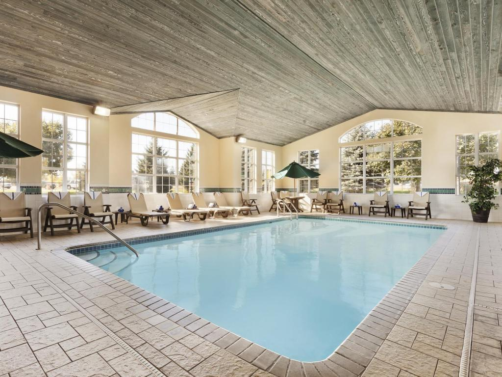 Swimming pool Country Inn & Suites by Radisson Eagan MN