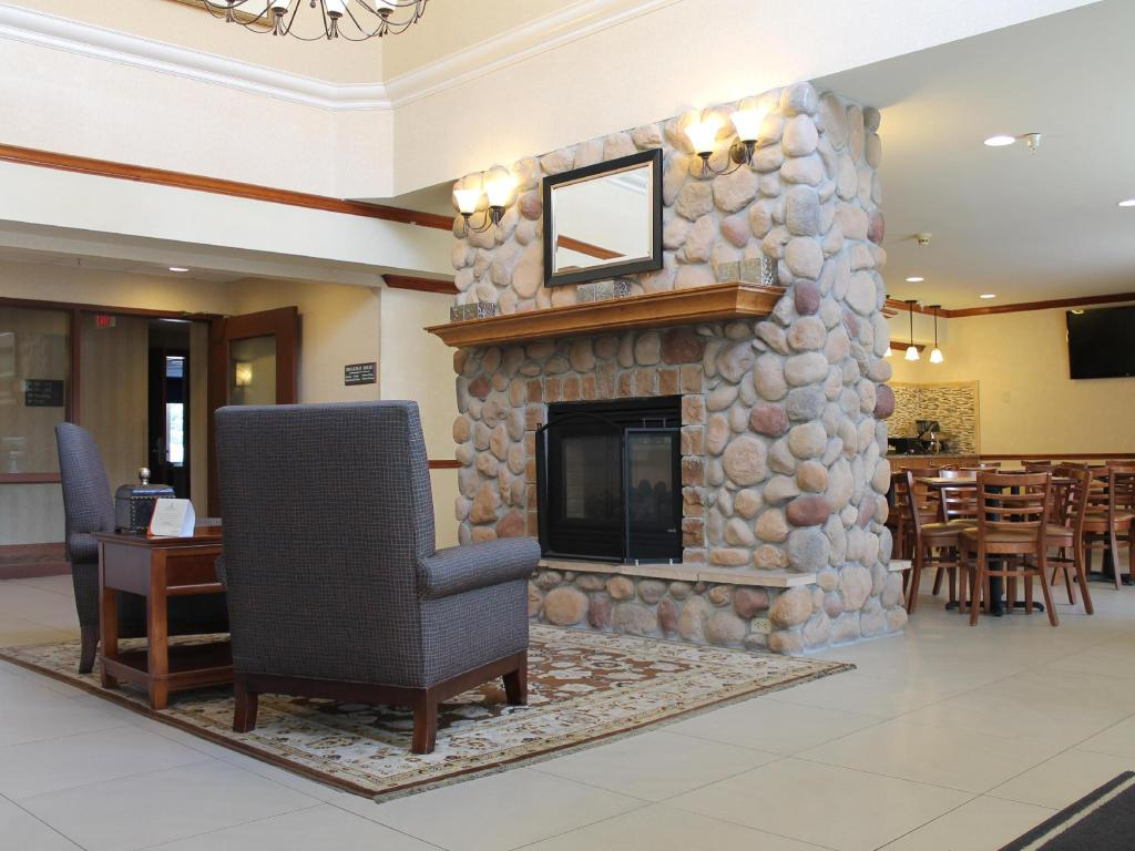 Lobby Country Inn & Suites by Radisson Eagan MN