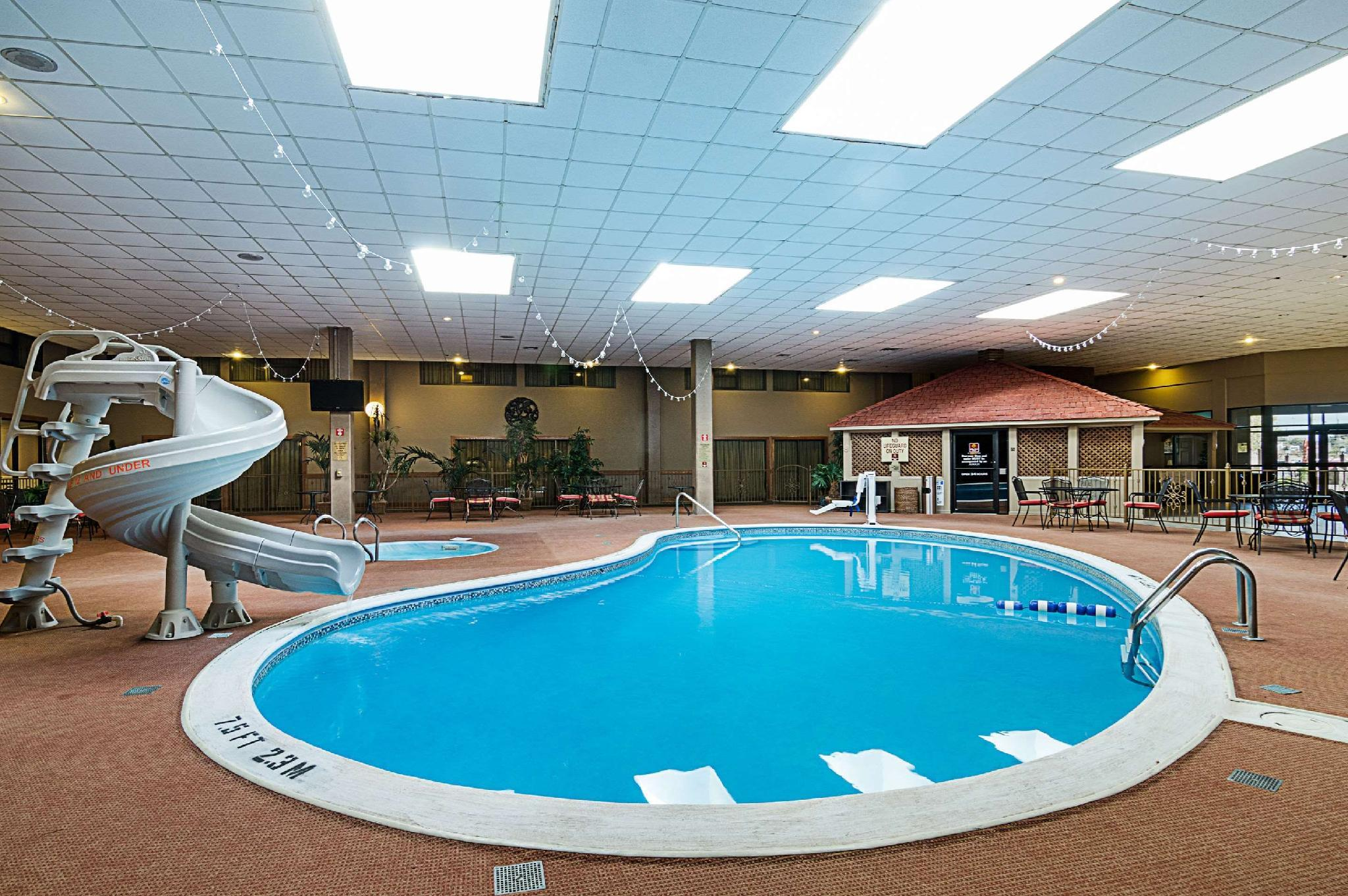 Swimming Pool Clarion Inn Garden City Pictures