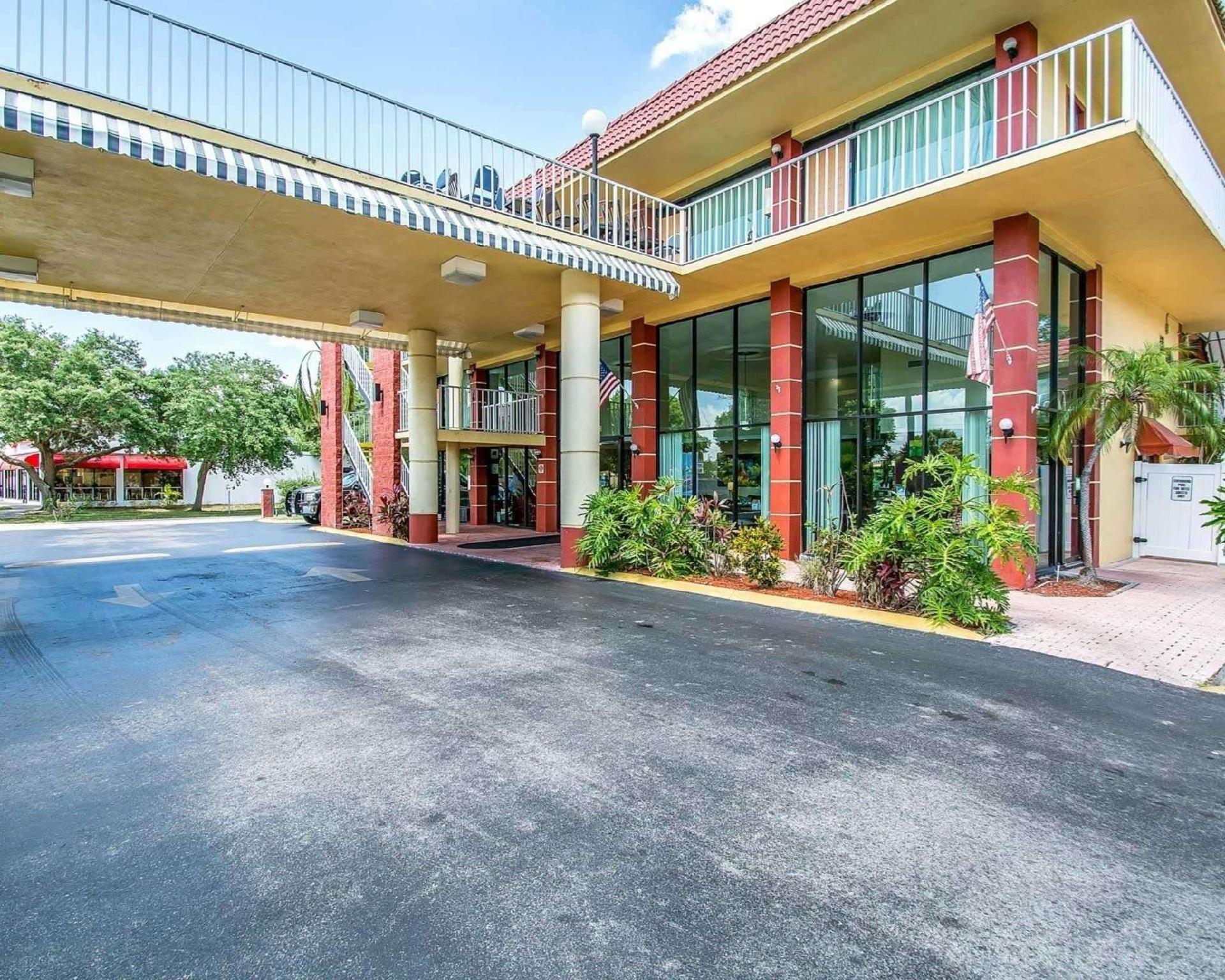 Quality Inn And Suites At Tropicana Field In St  Petersburg  Fl