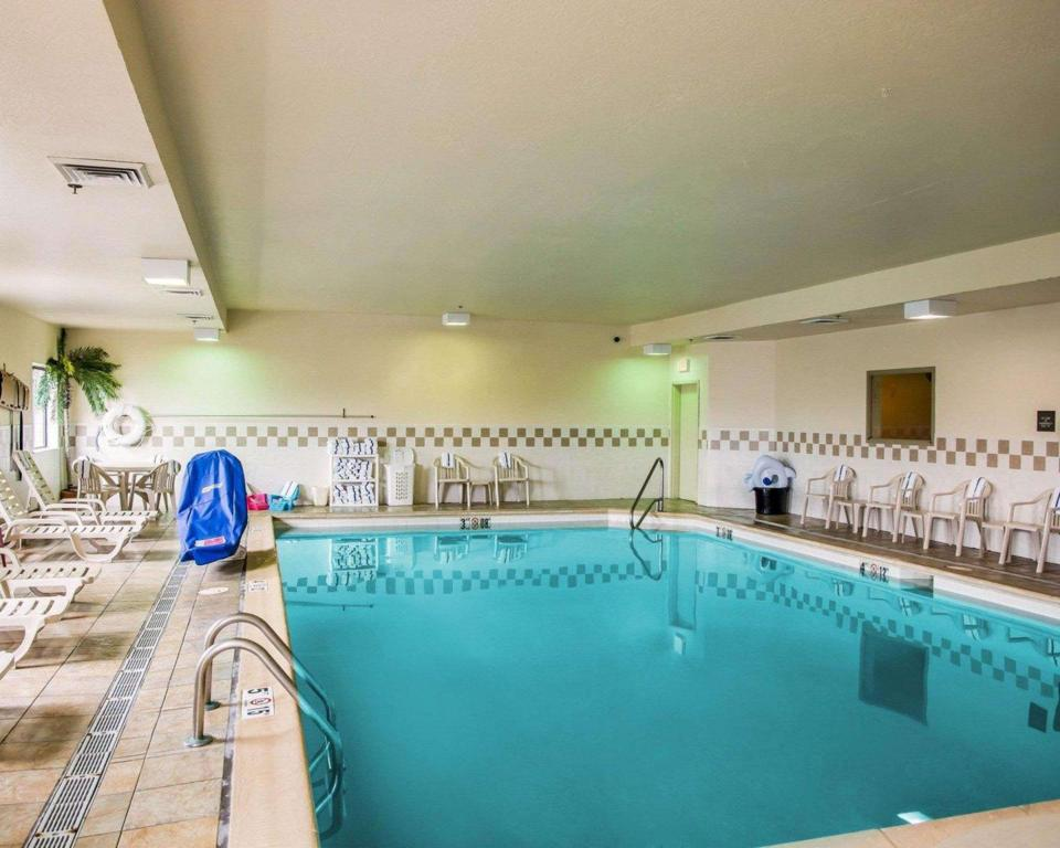 Swimming pool Comfort Inn Lawrenceburg