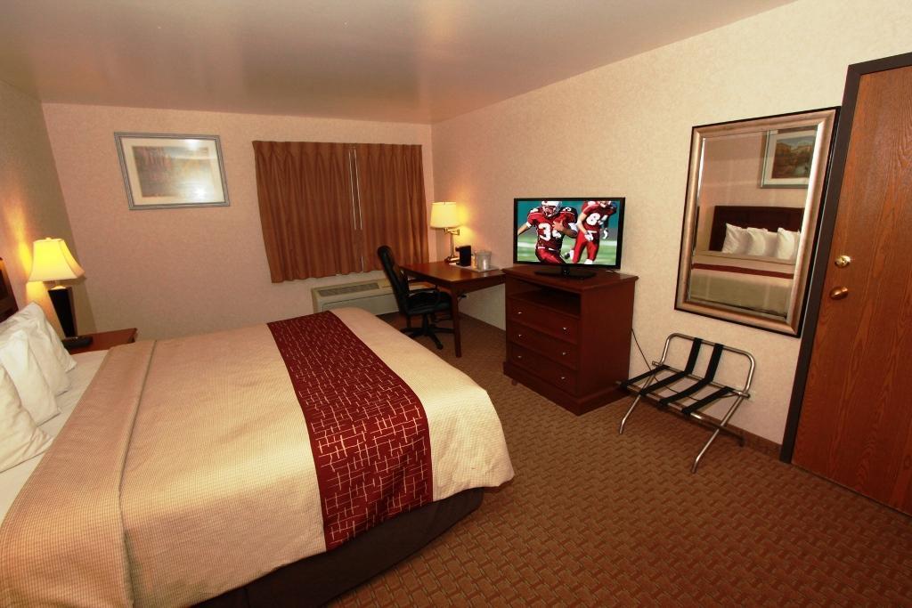 Red Roof Inn Gurnee Waukegan In Waukegan Il Room