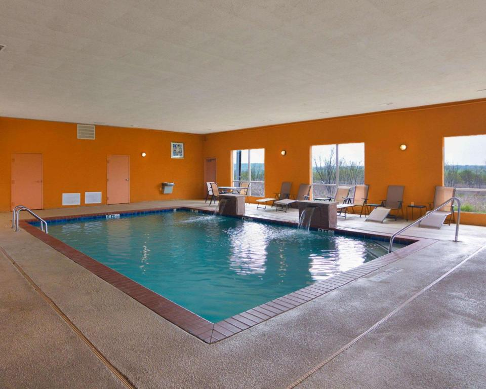 Swimming pool Comfort Suites Mineral Wells