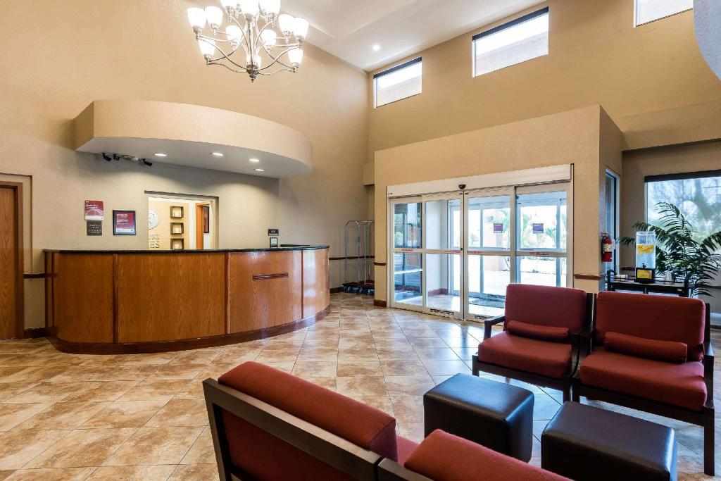 comfort suites tampa airport north in tampa fl room deals photos reviews. Black Bedroom Furniture Sets. Home Design Ideas