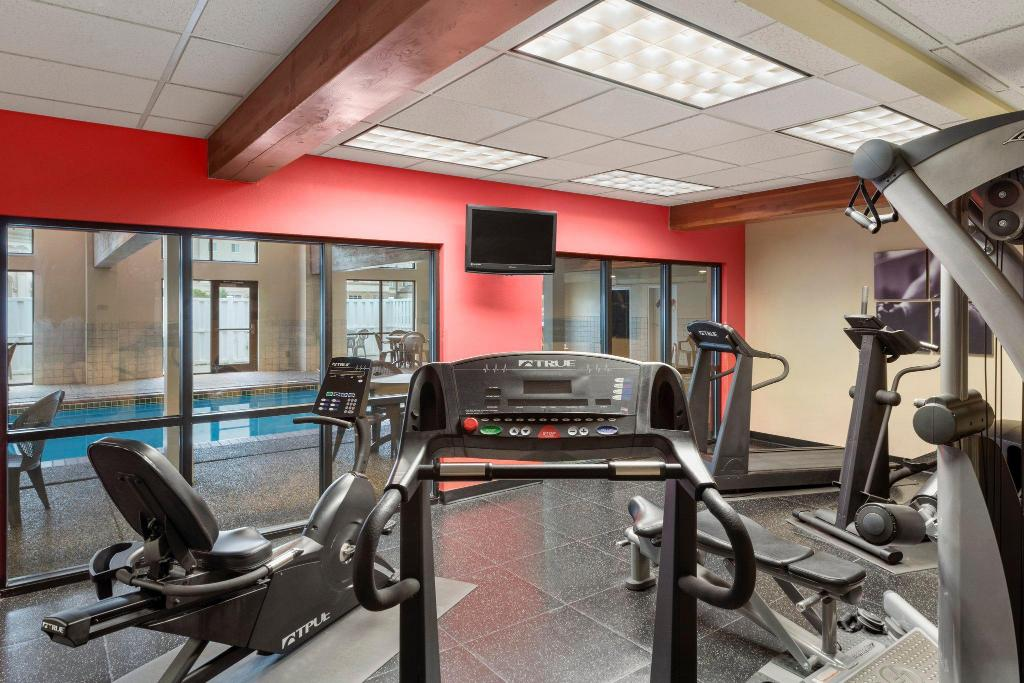 Fitness center Country Inn & Suites by Radisson, Council Bluffs, IA