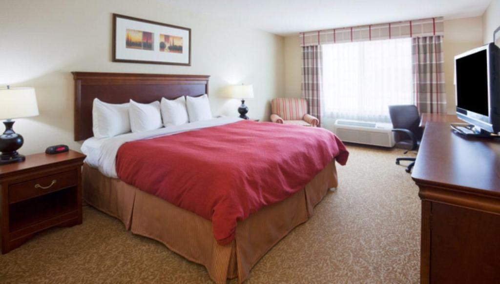 Standard King Bed - Guestroom Country Inn & Suites by Radisson, Green Bay North, WI
