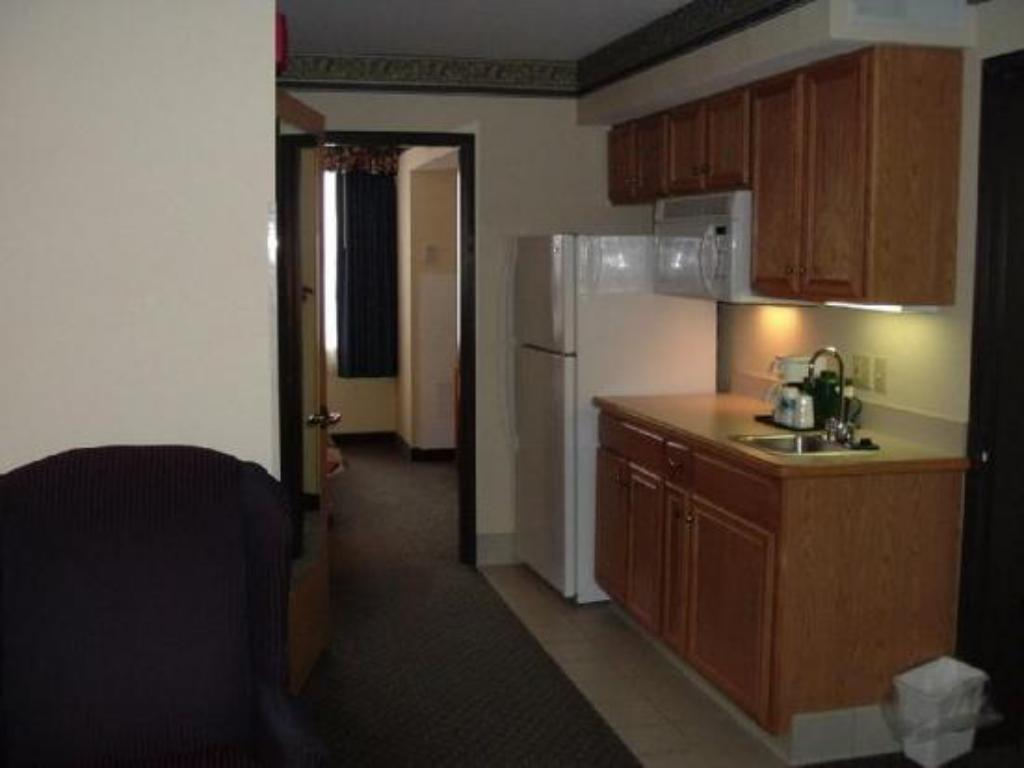 King Suite Accessible Country Inn & Suites by Radisson, Lansing, MI