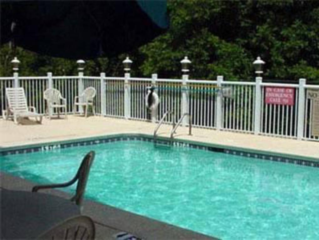 Swimming pool Country Inn & Suites by Radisson, Lawrenceville, GA