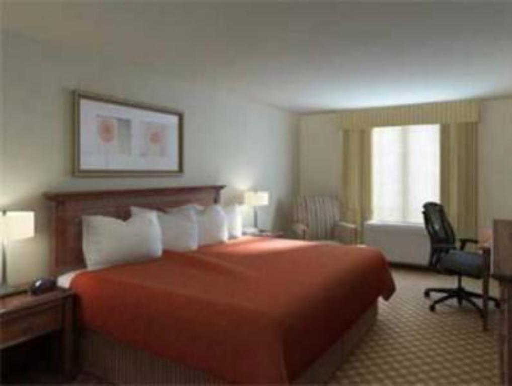 Standard 1 King Country Inn & Suites by Radisson, Lawrenceville, GA