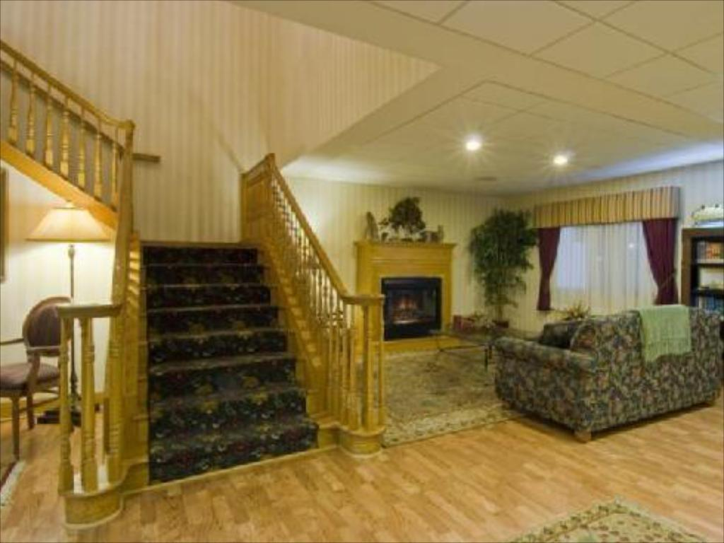 Lobby Country Inn & Suites by Radisson, Mishawaka, IN