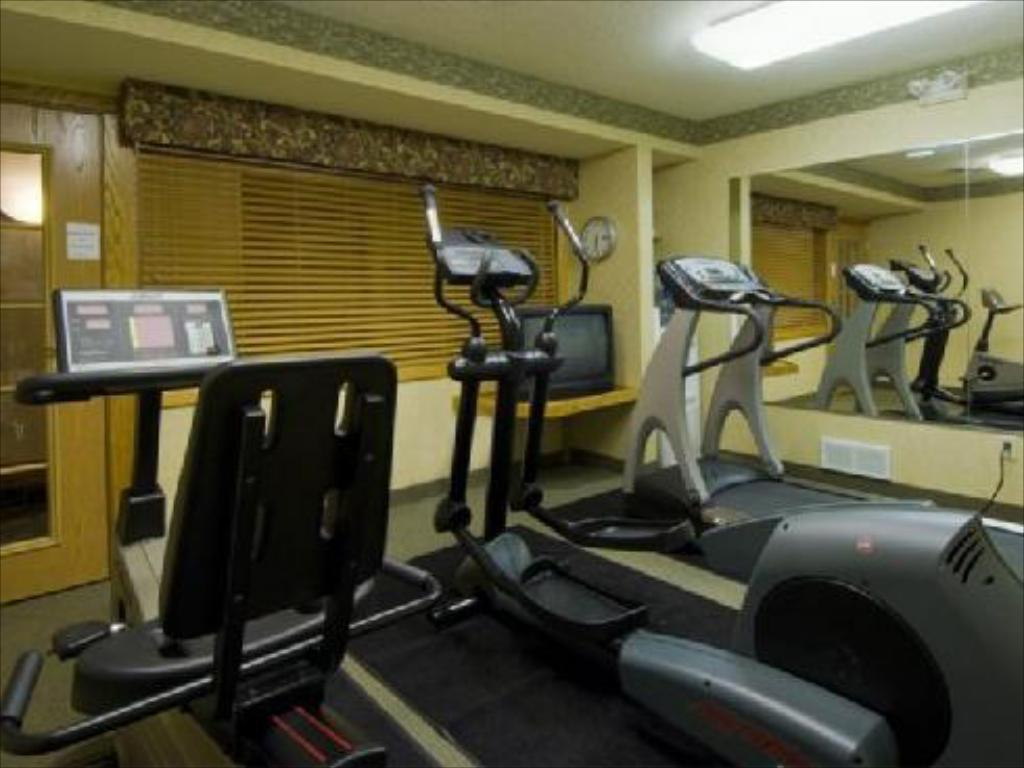 Fitness center Country Inn & Suites by Radisson, Mishawaka, IN