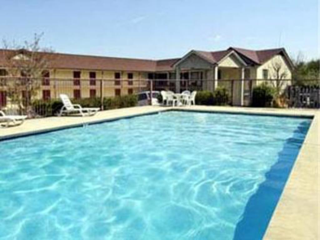 Swimmingpool Days Inn Dahlonega
