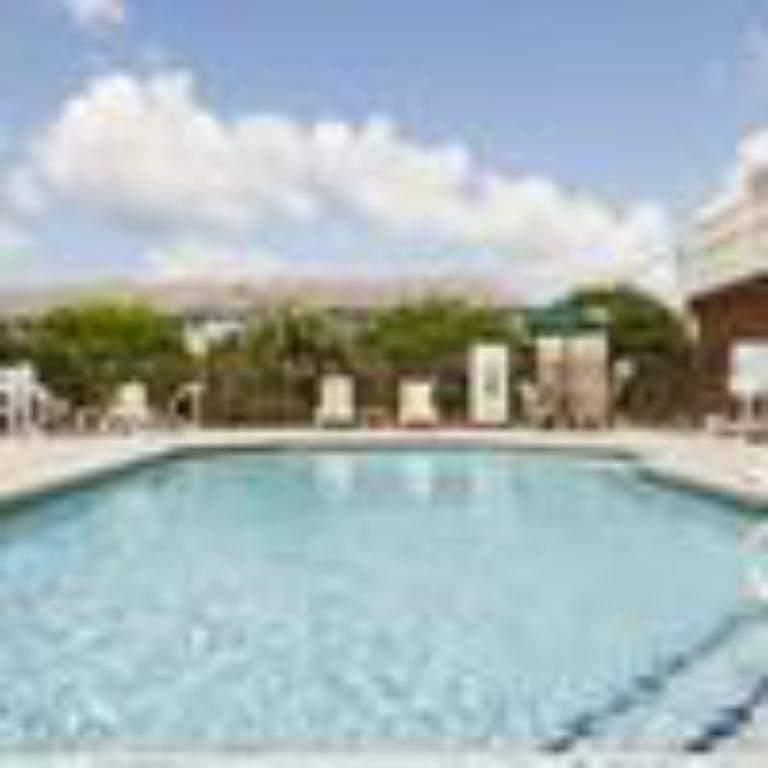 Piscina al aire libre Country Inn & Suites by Radisson, Tifton, GA