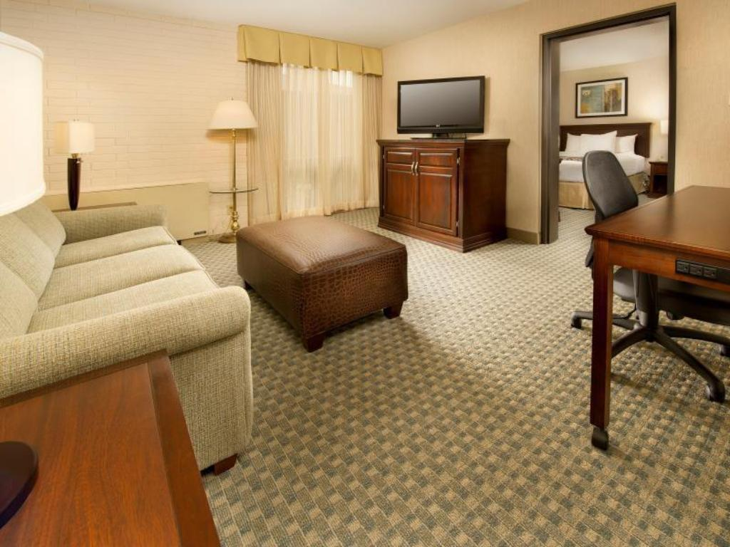 2 Room Suite with 2 Queen Beds Non-Smoking - Room plan Drury Inn & Suites Kansas City Stadium