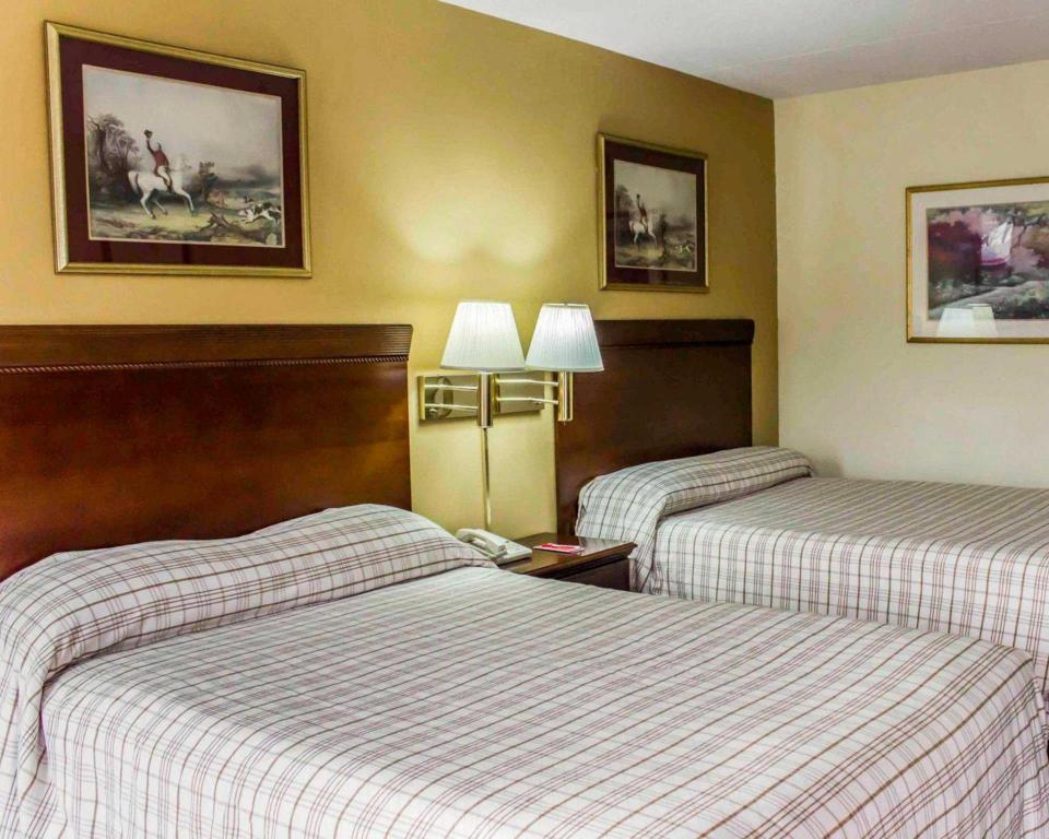 Double with 2 Double Beds - Non-Smoking - Bed Econo Lodge