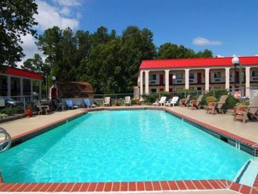 Piscina Economy Inn and Suites - Newport News