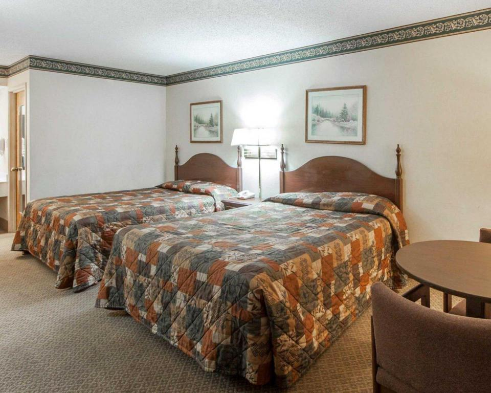 See all 28 photos Econo Lodge Inn and Suites East Knoxville