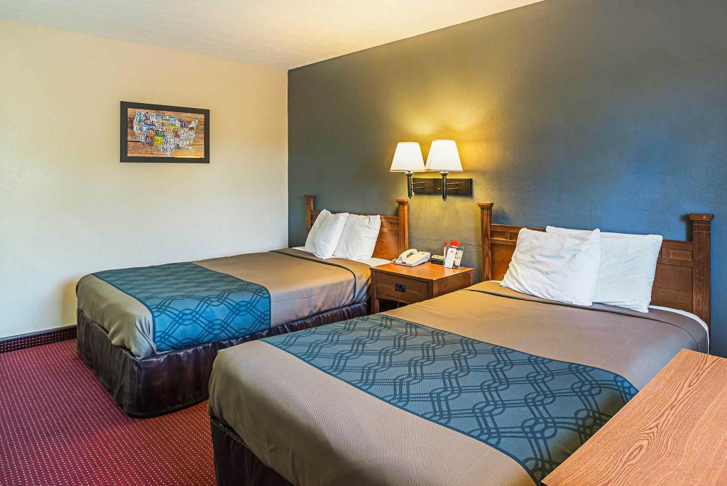 Double with 2 Double Beds - Non-Smoking Econo Lodge Junction City
