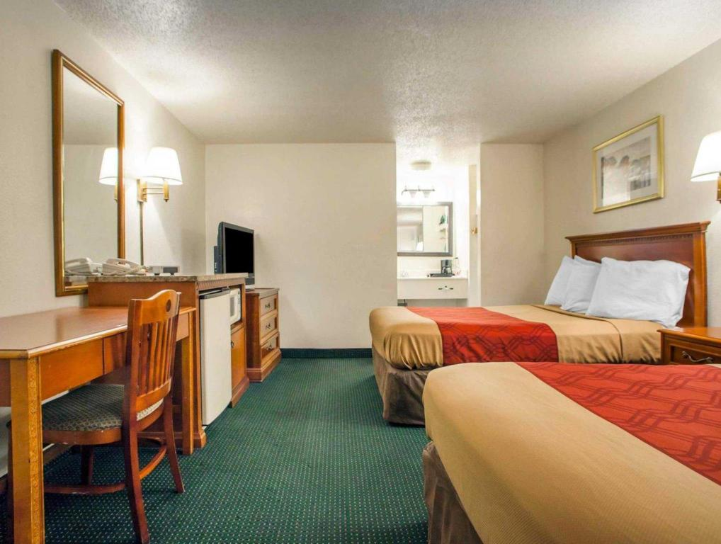 Double with 2 Double Beds - Non-Smoking Econo Lodge Somers Point