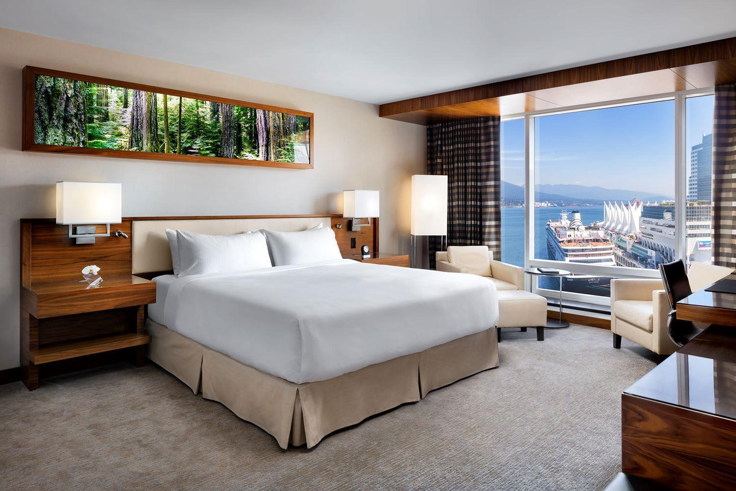 Signature Harbour and Mountain View Room with King Bed