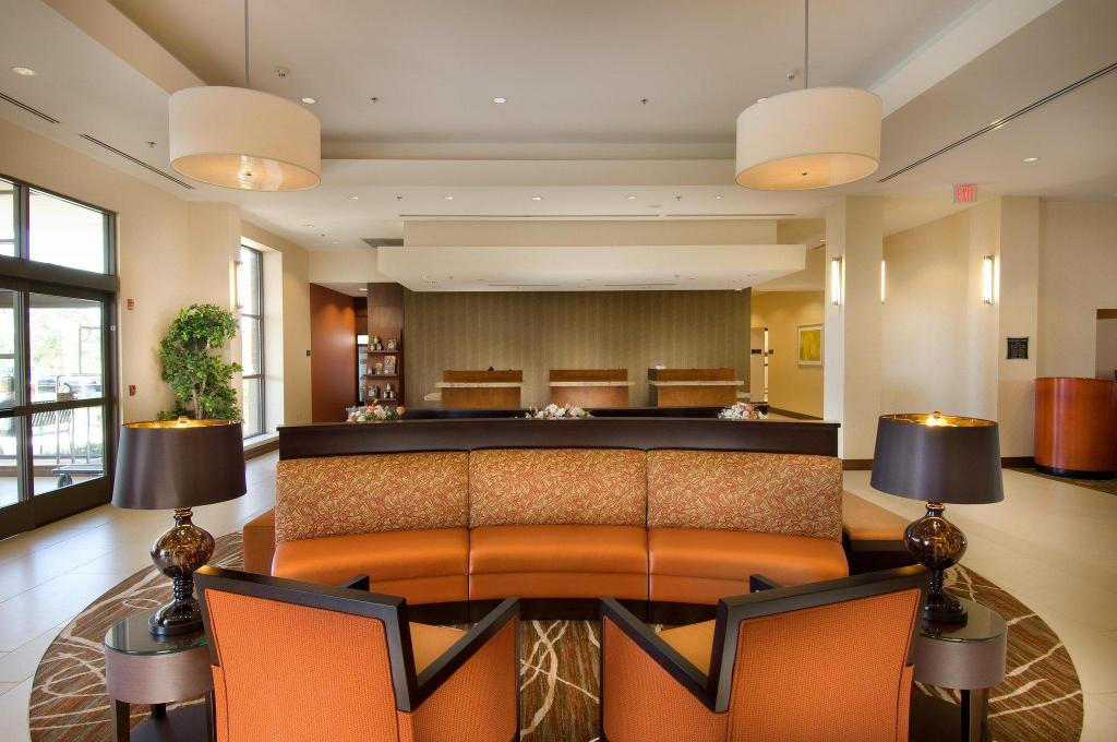 Lobby DoubleTree by Hilton Hotel Sterling - Dulles Airport